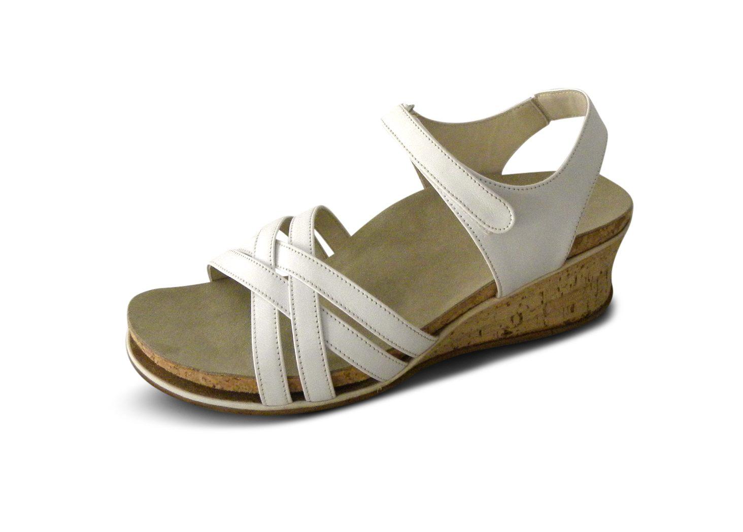 Sandale mit Fußbett und sommerlichem Korkabsatz